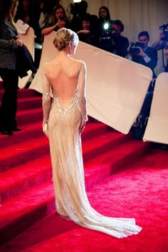 This gown is only the first of many cannot wait for the Costume Met Gala! Best dress event of the year! Backless Gown, Met Gala Red Carpet, Red Carpet Ready, Red Carpet Looks, Renee Zellweger, Evening Dresses, Prom Dresses, Dress Prom, Formal Dresses