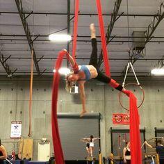Rolling up, rolling down, rolling all around. #silks #aerialfabric #aerialsilks #tela #aerialtissue #tissue #circus #cirque #circo #aerial…