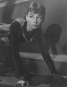 "Audrey Hepburn in ""Sabrina"" one of the best movies! Audrey Hepburn Pictures, Audrey Hepburn Born, Audrey Hepburn Sabrina Dress, Golden Age Of Hollywood, Old Hollywood, Bette Davis, Sabrina 1954, Roman Holiday, Happy Girls"