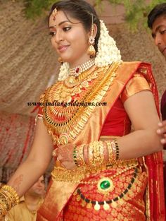 navya nair in heavy kerala gold bridal jewellery at her wedding event