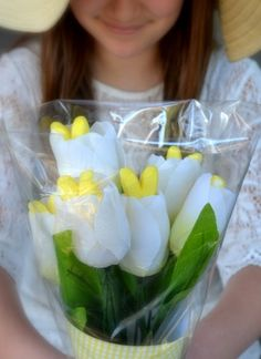 This would be an adorable gift for my daughter who loves to get flowers (and likes Peeps too:)    Peeps Easter Bouquet