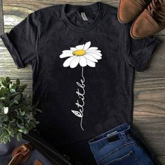 60 Super Ideas For How To Style Sweatshirts T Shirts Hand Painted Dress, Painted Clothes, Shirt Print Design, Shirt Designs, Geile T-shirts, T Shirt Painting, Moda Boho, Christian Shirts, Personalized T Shirts