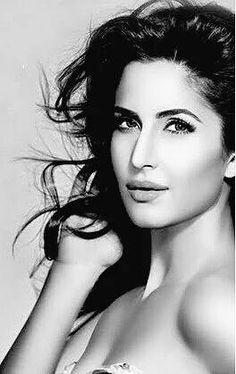 Bollywood Actors, Bollywood Celebrities, Katrina Kaif Photo, Beauty Around The World, Beautiful Indian Actress, Portrait Photo, Photography Women, Indian Beauty, Indian Actresses