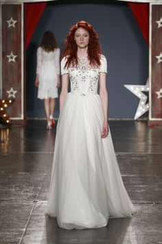 The new Jenny Packham wedding dresses have arrived! Take a look at what the latest Jenny Packham bridal collection has in store for newly engaged brides. Jenny Packham Wedding Dresses, Jenny Packham Bridal, Pretty Wedding Dresses, Gorgeous Wedding Dress, Beautiful Gowns, Bridal Outfits, Bridal Gowns, Bridal Collection, Dress Collection