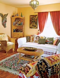 Awesome Mexican Throw Pillows, Blankets, Rug, And Artwork Bring A Lot Of Color And  Pattern Into Anjelica Hustonu0027s Living Room.