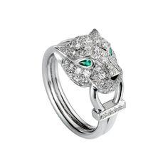 Bague Panthère de Cartier. Or blanc, émeraude, onyx et diamants.