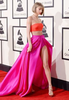 Taylor Swift on the red carpet at the Annual Grammy Music Awards Taylor Swift Hot, Estilo Taylor Swift, Taylor Swift Style, Swift 3, Look 2015, Taylor Swift Pictures, Inspirational Celebrities, Prom Looks, Beautiful Celebrities