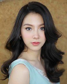 Most Beautiful Faces, Beautiful Hijab, Beautiful Girl Photo, Beautiful Asian Women, Girl Face, Woman Face, Summer Makeup Looks, Pretty Face, Beauty Women