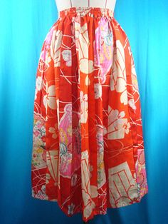 This is a 1930s vintage kimono skirt.  Materials: silk *used kimono of vintage The texture is light, and its delicate. (carefully handling) Lining