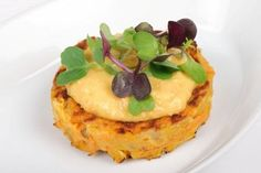 Carrot fritters with carrot hummus Fritters, Vegetable Recipes, Hummus, Carrots, Pancakes, Vegetables, Breakfast, Spring, Food