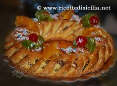 Buccellati (Cucciddati), dolci di Natale siciliani A Buccellato is a Sicilian circular cake given by godparents to the godchild and family on the christening day. The cake is supposed to be as large as possible to ensure good luck. Xmas Dinner, Dinner Menu, Ricotta, Sicilian Recipes, Sicilian Food, Paris Brest, Italian Pastries, Italian Cookies, Special Occasion
