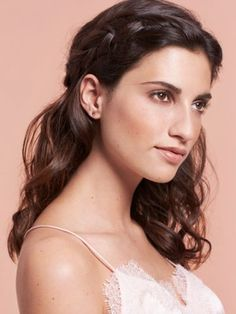 Natural texture and barely-there highlights: These two trends let you create easy hairstyles that ensure a good hair day—every day. Summer Hairstyles, Messy Hairstyles, Under Braids, Twist Ponytail, Hair Color Balayage, Hair Colour, Good Hair Day, Trending Hairstyles, Shiny Hair
