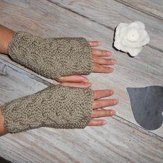 Mitaines tricotées à la main par mes soins au point mousse et torsades. Un  grand marché ec92a4f90cc