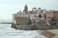 Sitges - the old town Destinations, Station Balnéaire, Spain Holidays, Basque Country, Great Memories, Rue, Old Town, Travel Usa, Places To Go