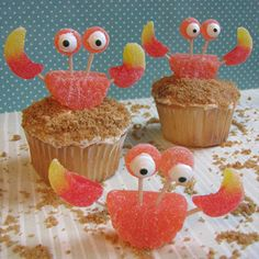 @Traci Puk Synatschk The kiddos need to have another beach themed party at some point so we can make these!!! Crab Cupcakes made with gummies, toothpicks and candy eyes