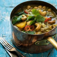 A mild flavoured, satisfying and aromatic vegetarian curry! We should all have curry on the menu once a week to benefit from the medicinal value of spices like turmeric. Vegetarian Curry, Best Vegetarian Recipes, Vegetarian Options, Healthy Family Meals, Healthy Snacks, Nut Recipes, Vegetable Curry, Vegetables, Lchf