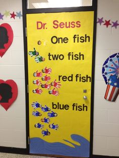 Best Ideas For Dr Seuss Classroom Door Decorations Pictures Dr. Seuss, Dr Seuss Week, Dr Seuss Bulletin Board, Preschool Bulletin Boards, March Bulletin Board Ideas, Diy Classroom Decorations, Classroom Themes, Dr Suess Door Decorations, Holiday Classrooms