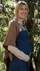 Really, really excellent and detailed article about norse women's clothing (the 'smokkr' is the word she uses for the overdress, which I love) including a discussion of adaptations and wear during pregnancy and while nursing.