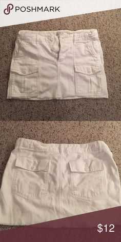 White American Eagle mini skirt Size 2! Buttons at waist with cute front pockets American Eagle Outfitters Skirts Mini
