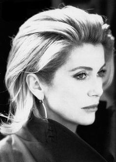 French actress Catherine Deneuve illuminated by lightning during a storm at Cafe Marly near the Louvre museum Catherine Deneuve, French Beauty, Classic Beauty, French Lady, Most Beautiful Women, Beautiful People, Ageless Beauty, My Hairstyle, French Actress