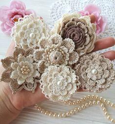 И снова бежевые цветочки  And again beige flowers  #crochet #instacrochet #crocheting #crochetlove #crochetforinstagram…