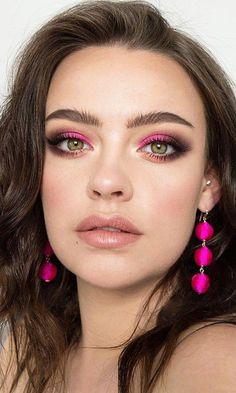 hot pink makeup looks Spring 2018 Eye Makeup Idea Created using Pat McGrath Labs MOTHERSHIP: Subversive La Vie en Rose eyeshadow palette Pink Eyeshadow Look, Smokey Eye Makeup Look, Pink Smokey Eye, Smokey Eyes, Eye Makeup Tips, Makeup Ideas, Makeup Tutorials, Makeup Geek, Pop Of Color Eyeshadow