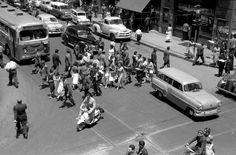 Peatones en calle Ahumada con Huérfanos de Santiago en 1960. Cerro Santa Lucia, Pedestrian, San Antonio, Street View, Chile 2015, Vintage, Santos, Loreto, Saint Lucia