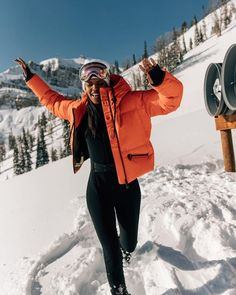 You are in the right place about Skiing Pictures photographs Here we offer you the most beautiful pictures about the Skiing Pictures men you are looking fo Moncler, Snow Outfits For Women, Ski Outfits, Mode Au Ski, Ski Fashion, Arab Fashion, Sporty Fashion, Snow Gear, Snow