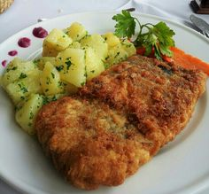 pescado frito con papas al cilantro