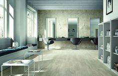 Il grès porcellanato di Ragno. L'azienda lancia la collezione Woodliving che trae ispirazione dal legno recuperato.