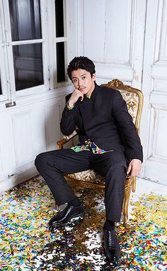 小栗旬 Oguri Shun |【オモサン・ストリート】 Shun Oguri, Great Teacher Onizuka, Japanese Love, Kudo Shinichi, Live Action Movie, Famous Movies, Nihon, Asian Actors, My King