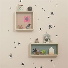 With the Mini stars wall decoration, you can easily decorate a room in a matter of minutes. Made of vinyl, the stars can be applied on all even and smooth surfaces. A creative way to add fun in your living space!