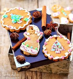 Delicious decorated homemade gingerbread (in Romanian) Sweets Cake, Sweetest Day, Cupcake Cookies, Cupcakes, Gingerbread Cookies, Cookie Recipes, Sweet Tooth, Recipies, Ice Cream