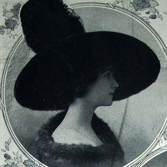 Chanel hat (1910 in Comoedia illustré) | Coco Chanel #CocoChanel #ChanelModes…