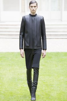 <p>  The pioneer of unisex collections, Rad Hourani completed and presented his couture collection #11 for Autumn/Winter 2014. Although he did not stray away from his signature color palette, bla