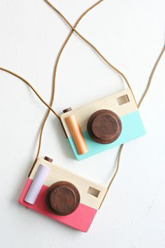 DIY Wooden Toy Cameras | The Pretty Life Girls