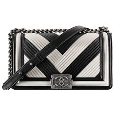 Sac à rabat boy CHANEL avec poignée ❤ liked on Polyvore featuring bags and handbags