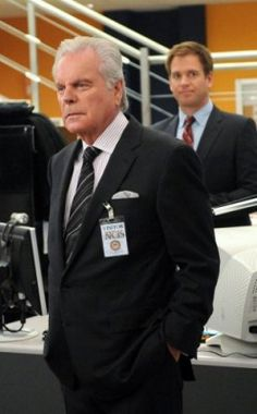 Antony DiNozzo Sr played by Robert Wagner (father of Michael Weatherly's character Tony DiNozzo Jr)
