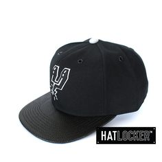 San Antonio Spurs Carbon Fibre Snapback by Mitchell & Ness | Find it at www.hatlocker.com #nba #spurs #snapback