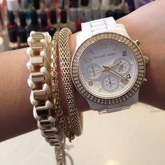 White & gold is so classy. Love the watch.