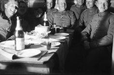 Eine fröhliche Runde, 1916