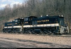 Southern Railway MP15DCs #2426 and #2382 pass through Ludlow, KY on their way back to Gest St yard in Cincinnati, OH after pushing a southbound up Erlanger Hill.
