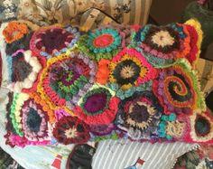 Almohadas Crochet Freeform por Urbantownie en Etsy