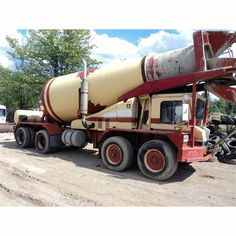 Mack 8 x 6 Cement Mixer Truck.  Year: 1990.  728 in³. 300 hp. Maxitorque T2080 8LL. Hendrickson RB. Over wheel drive suspensions. 72 inch spread. 245 inch wheel base. In cab...
