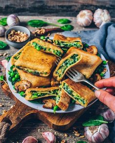 Recipe: Crispy roasted Vegan Ravioli Pockets (German Maultaschen) are filled with a creamy cheesy potato, spinach & pea filling. These pasta squares are easy to make, very delicious, and perfect for lunch and dinner or to make ahead. Lunches And Dinners, Vegan Dinners, Vegetarian Recipes, Cooking Recipes, Healthy Recipes, Vegan Sweet Potato Recipes, Creamy Cheesy Potatoes, Mashed Potatoes, Vegan Dumplings