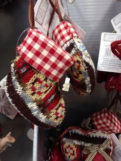 Decorazioni albero - idea per riciclare un vecchio maglione o una sciarpa