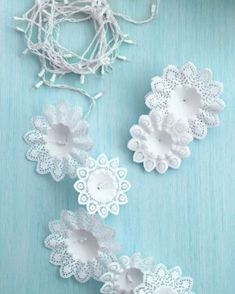 String Light DIY ideas for Cool Home Decor | Snowflake Christmas Lights are Fun for Teens Room, Dorm, Apartment or Home #teencrafts #cheapcrafts #diylights/