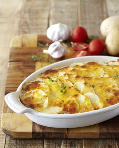 Looking for easy recipes for dinner? Why not try something different with this tasty Cheesy Potato and Tuna Bake. Easy Dinner Recipes, Easy Recipes, Easy Meals, Tuna Bake, Savoury Tarts, Cheesy Potatoes, Atkins Diet, Fish Dishes, Cheeseburger Chowder