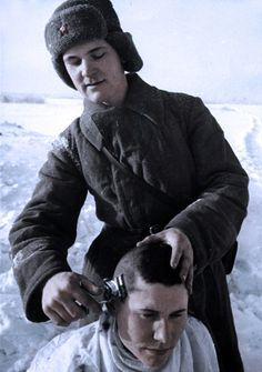 Soviet soldiers - A haircut,WW2