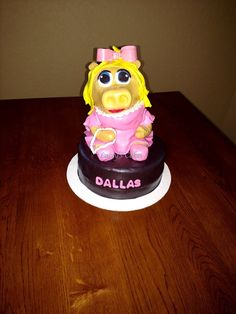Miss piggie cake-sculpted cake, all edible